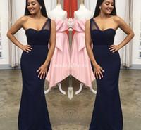 vestidos de novia oscuros azul marino al por mayor-2019 Dark Navy Sirena Vestidos de dama de honor Hombro Longitud del piso Jardín País Playa Boda árabe Vestidos de invitados Vestido de dama de honor