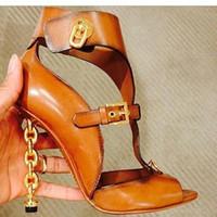 comercio de metales al por mayor-Nueva lista hilo de alta calidad pasarela vacía Europa y América nueva moda cadena de metal decorativo comercio sandalias de las mujeres
