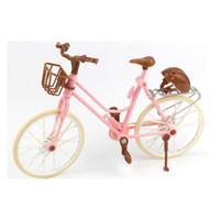 schöne rosa puppen groihandel-Qualitäts-schönes Fahrrad-Art- und Weiseabnehmbares rosafarbenes Fahrrad mit braunem Plastiksturzhelm für Puppenzubehör