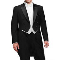 traje negro de sastre al por mayor-Tres piezas negro de la boda del novio de la cola 2018 doble botonadura solapa enarbolada mejor trajes de los hombres por encargo chaqueta chaleco blanco pantalones