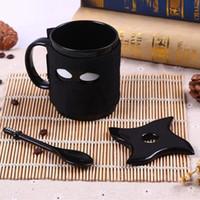 siyah seramik kahve kupaları toptan satış-Ninja Seramik kupa siyah maske kılıç kaşık kahve fincan süt Çay kupalar acttion şekil başparmak Up Kupa Hidrasyon Dişli 50 adet AAA782