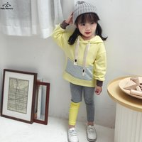 sweat-shirt jaune bébé achat en gros de-Nouvelle Arrivée Bébé Sweat Coton Patchwork Violet / Jaune Sweatshirt À Capuche L'Automne Pour Bébé Vêtements Pour Enfants