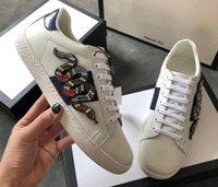 floral shoes оптовых-5A качество туз вышитые кроссовки, хрустальная аппликация Kingsnake, цветочный лук, грабитель подошва, размер 35-45, бесплатная доставка