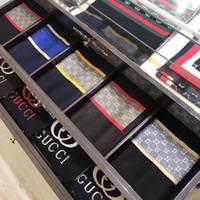 strickgarnspitzen großhandel-Top-Designer-Männer gestrickte Kaschmir Schal hoher Qualität Cashmere Schal, Luxus Freizeit Mode Jacquard Garn gefärbten Schal