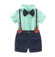 camisa de corbata para niños al por mayor-Nuevo Verano de los Bebés Set Gengleman Kids Pajarita Camisa de Manga Corta + Pantalones Cortos de Lentejuelas 2 unids Ropa de Niño Trajes de Niños W176