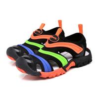 sandálias de praia unisex venda por atacado-Unisex sapato criança sandálias meninos colorido raia biqueira sapatos menina verão antiderrapante e fundo macio sandália sapato de praia para crianças # 8