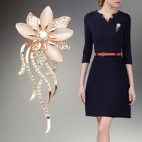 taklit renk kristali toptan satış-Hotselling Gül Altın renk takı Bayan Zarif Çiçek Çiçek Gelin Düğün Buket Broş İmitasyon Kediler Göz Broş PinsAccessory