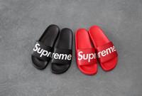 zapatillas negras planas al por mayor-Nuevo 2019 15SS Hombre Pisos Sandalias Zapatillas de baño antideslizantes Zapatillas sin caja ss sup negro rojo casa de verano zapatos hombres zapatillas