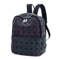 taschen mini diamant großhandel-2017 Japan Style Laser Holographische Frauen Bao Nacht Leucht Rucksack Gesteppte Daypack Tasche Geometrie Diamant Rucksäcke Für Reise