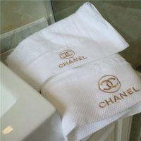 toalhas de banho brancas venda por atacado-Luxuoso Marca Toalha X Carta Fio de Ouro Bordado Toalha 2 Peças Terno Da Pele Amigável Macio Branco Toalha De Banho Top Grade