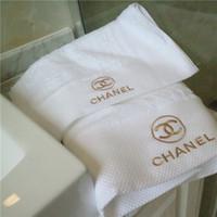 weißgold badeanzüge großhandel-Luxuriöse Marke Handtuch X Brief Goldfaden Stickerei Handtuch 2 Stück Anzug hautfreundlich weichen weißen Badetuch Bestnote
