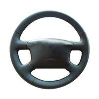 cubiertas de la rueda de volkswagen passat al por mayor-Trenza del volante del coche para Volkswagen Passat B5 VW Golf 4 Skoda Octavia 1999-2005 / cubierta del volante del cuero de la fibra auto