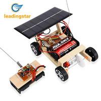 coches de juguete de montaje al por mayor-LeadingStar 2018 NUEVO De Madera DIY Solar RC Vehículo Coche Ensamblaje de Madera RC Juguetes Modelo de Ciencia Educativo Juguete Inteligencia