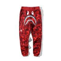 pantalones de camuflaje morado al por mayor-Pantalones otoño amantes del invierno Tiburón rojo púrpura de algodón azul de Camo causales Hombres camuflaje informal Hip Hop Monopatín flojos Streetpants