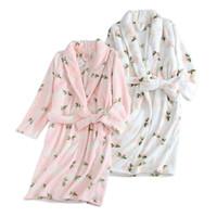 vestido fresco venda por atacado-Flor fresca Inverno flanela mulheres roupões de banho casuais quentes quimono casa vestes mulheres roupão pijama noiva robe floral