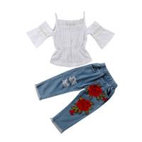 baby girl tops jeans toptan satış-Yaz Giysileri Toddler Çocuk Bebek Kız Kapalı Omuz Dantel T-shirt Tops + Çiçek Yırtık Kot Denim Pantolon 2 ADET Moda Giyim Seti