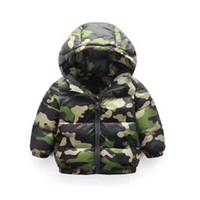 армейский стиль пуховик оптовых-Осень / зима 2018 новая детская одежда горячий стиль мода детская армия зеленый камуфляж куртка детская одежда пуховик хлопка