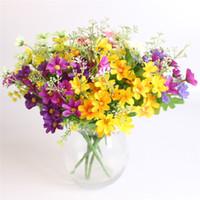sevimli buketler toptan satış-28 Kafaları Sevimli Ipek Papatya Yapay Dekoratif Çiçek Düğün Çiçek Buketi Ev Odası Masa Dekorasyon sevgililer günü Çiçek
