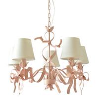 candelabros de salón al por mayor-Luces de araña románticas de Regron Luces de hierro rosa Led Lámpara de suspensión estilo mediterráneo Natural Pajarita Lustre Lounge