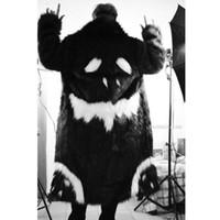 ingrosso volpi nere-Raffreddare Inverno Unisex Ispessimento finto pelliccia Giacca lunga Abito nero bianco diavolo giacca a vento Imitazione Faux Fox smorfia Pelliccia cappotto