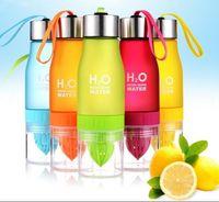 ingrosso bottiglia di acqua infusore di succo-Succo di frutta creativo infusore bottiglia di acqua 650ml H2O Succo di plastica portatile bottiglia di succo per acqua all'aperto Shaker bottiglia sportiva KKA4255
