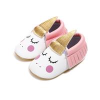sapatas infantis do rosa quente venda por atacado-Venda quente! Rosa Sapatos Infantis Sapatos de Bebê Recém-nascido Calçados 2018 Meninas Unicórnio Estilo Borla Criança Macio Primeiros Caminhantes 0-18 M.