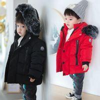 abrigos para niños pequeños al por mayor-2018 niños abajo de la chaqueta del espesamiento de pato blanca en caliente de la capa del muchacho del bebé Gran Raccon piel Parkas los muchachos del niño caliente de la chaqueta