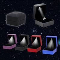 beleuchtete display-boxen geführt großhandel-Heißer Verkauf LED beleuchtete Ohrring Ring Geschenkbox Hochzeit Verlobungsring Schmuck Display