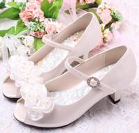 topuk ayakkabıları kız çocukları toptan satış-3 Renkler Kaliteli Çocuk Beyaz Çiçek Inciler Ayakkabı Kızlar Yüksek Topuk Sandalet Çocuklar Düğün Ayakkabıları Çocuk Boyutu 26-36