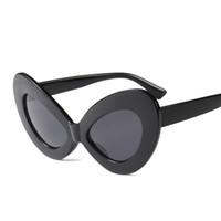 Sexy lunettes de soleil yeux de chat femmes surdimensionnées noir rouge  léopard blanc rétro lunettes de soleil vintage pour les femmes 2018 uv400 2f9f4fce09bc