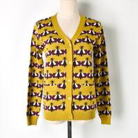 suéteres cardigan amarillos para mujeres al por mayor-Jastie Yellow bee Cárdigan de punto jacquard con cuello en V manga larga Suéter de otoño invierno Warm Outer Shirt Suéter de mujer Jumper Top