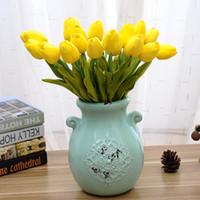flor de tulipán de seda artificial al por mayor-Flor Artificial PU Tulipanes Único Ornamento Regalo de La Boda Fragancia Decorativa Simulación Seda Flores Plástico Varilla Creativa 1 6zp V