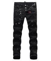 männer s bestickte jeans großhandel-Europäische stehende Herrenjeans, Herrenjeans, ein Paar Röhrenjeans und schwarze bestickte Totenköpfe # 049