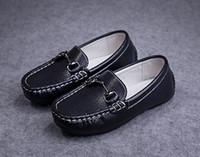 schwarze weiche sohlenschuhe großhandel-2018 neueste Kinder Lederschuhe für Mädchen und Jungen Mode-Design-Schuhe mit weicher Sohle in schwarz und weiß