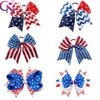 arcos patriotas al por mayor-El 4 de julio Anima al arco Patriotic Glitter Elástico Lazos para el cabello Cheerleader Bow Con el sostenedor de la cola de caballo para la muchacha Cheerleader