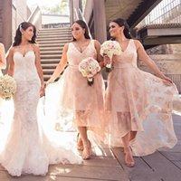 tül gelinliklerinin arasından bakın toptan satış-2018 Yüksek Düşük Nedime Elbiseler V Yaka Dantel Aplike Kolsuz Tül Düğün Parti Nedime Elbise Seksi Balo Elbiseler See Through