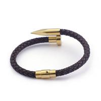 2fe6cbbbfba8 Venta caliente de joyería negro pulsera de cuero genuino acero inoxidable  oro clavo del corchete del brazalete para las mujeres para hombre regalos  de moda