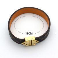 charme armband armbänder zum verkauf großhandel-Heißer Verkauf Armreifen Rivet 316 L Titan Edelstahl mit echtem Leder Armbänder Modeschmuck für Frauen Armband Geschenk PS7225