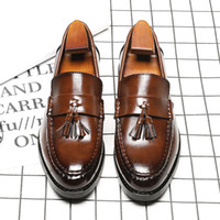 spitze kleid schuhe england großhandel-Breathable Brown / schwarze koreanische Version der neuen Art und Weise spitzte England-Müßiggänger-Mens-Geschäfts-Kleid-Schuhe mit Quaste