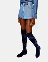 ingrosso stivali femminili blu-Stivale alto in velluto elasticizzato Femminile blu scuro sexy Slip-on Appartamenti tacco In ascensore Scarpe da donna Tutti i pantaloncini da gara Nightclub Stivali da neve