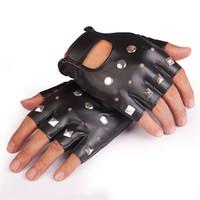yarım parmak eldiven erkek deri toptan satış-Erkekler PU Deri Parmaksız Eldiven Serin Yarım Parmak Eldiven Çivili Metal Motosiklet Kaya Hip Hop Dans Parti Gotik Punk Tarzı Spor GYM Eldiven