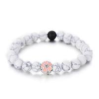 rosa freundschaftsarmbänder großhandel-Trendy Weiß Schwarz Farbe Einfache Strand Armbänder Für Frauen Nette Rosa Emaille Blume Perlen Armband Freundschaft Geschenke Heißer Verkauf