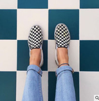 leinwand schuhe weiblich großhandel-2018 WomenMen Canvas Schuhe Fashion Skate Freizeitschuhe Weibliche Checkered Slip auf Korb Wohnungen Tenis GRÖßE 35-44