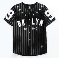 männer kurzhülse strickjacke großhandel-V-Ausschnitt Herrenhemd Kurzarm-Strickjacke No. 99 Baseball-Oberbekleidung Schwarz-Weiß-gestreifte T-Ärmel