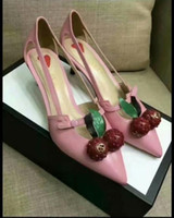 zapatos de boda de cerezo al por mayor-Cuero genuino Kitten Heel Cut out Sexy Ladies Single Shoes Primavera Ladies Cherry Pumps Punta estrecha Sexy Slip on Vestido Zapatos de novia