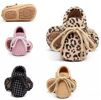 Wholesale baby boy moccasins online - Baby Spring Autumn Genuine Leather Shoes Baby Boys Girls Soft Sole First Walkers Moccasins Toddler Lace Up Shoes Prewalkers B11