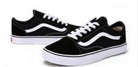 zapatos de lona blancos unisex al por mayor-Venta caliente Marca clásica Blanco Negro Tamaño 35-44 Hombres / Mujeres Zapatos de lona Elegantes Unisex Zapatos casuales Hombres zapatos deportivos