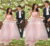 vestido de novia sin tirantes blush al por mayor-Abiti da sposa Blush Romantic Wedding Dresses 2018 Strapless Dop Sash Sweep Train Garden Country Vestidos de novia vestido de novia