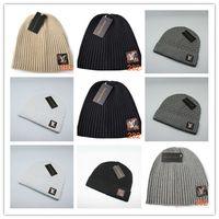 etiqueta de sombrero de invierno al por mayor-Nueva moda Unisex Sombreros de moda de invierno Piel de punto Pom Beanie Etiqueta Fedora Cable de lujo Slouchy Skull Caps Moda Ocio Beanie