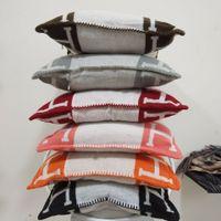 ingrosso lettera h-Lettera H Materiale in cashmere Cuscino Cuscino Tessile per la casa Comfort di alta qualità 2018 Regalo di famiglia di Natale
